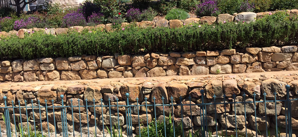 Retaining Wall Contractor in Los Angeles CA || Call for a free